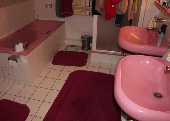 Altes Badezimmer vor der Sanierung